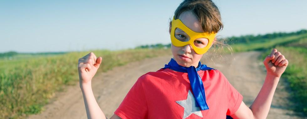 child acting like a super hero 980x380 - 受験生が見えない不安と戦うには元気の源が必要!