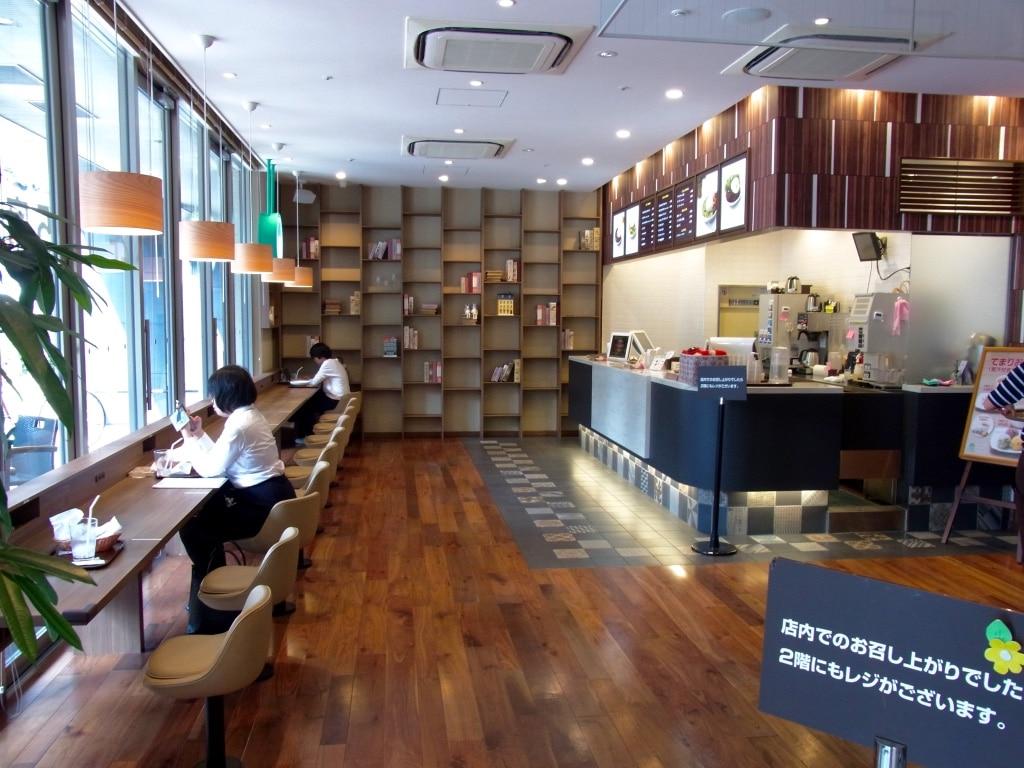 モスカフェ烏丸六角店1階