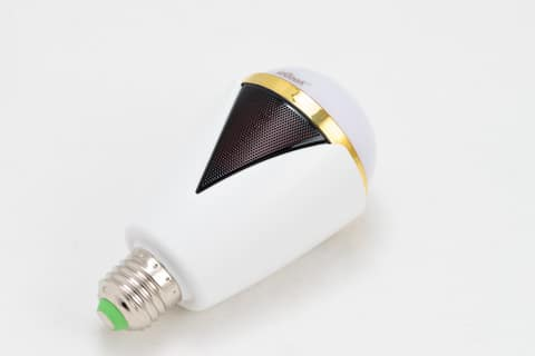 リラックスできる環境に合うスピーカー内臓の電球