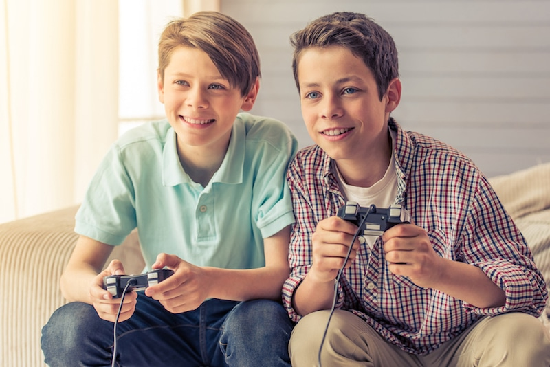 boys-play-video-game