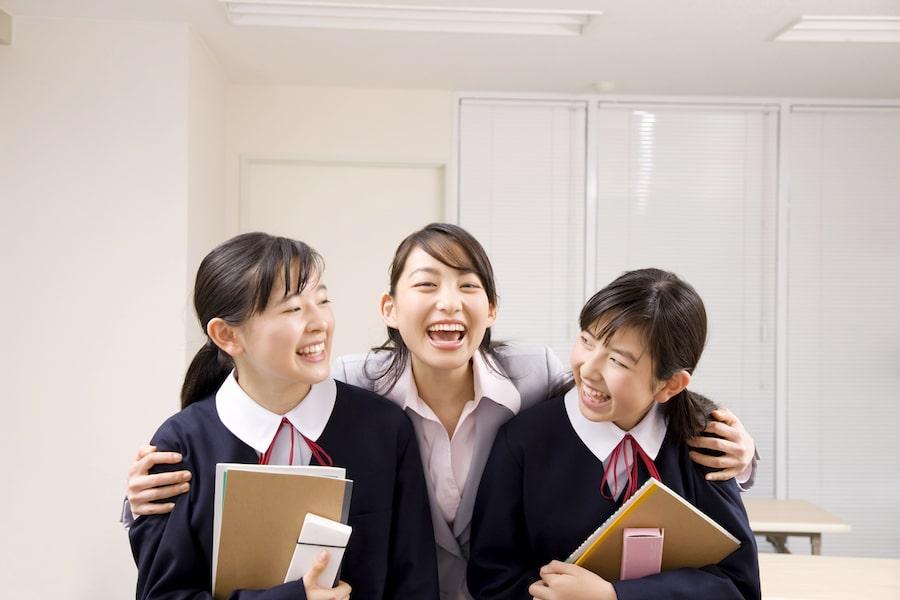 teacher-students-smile